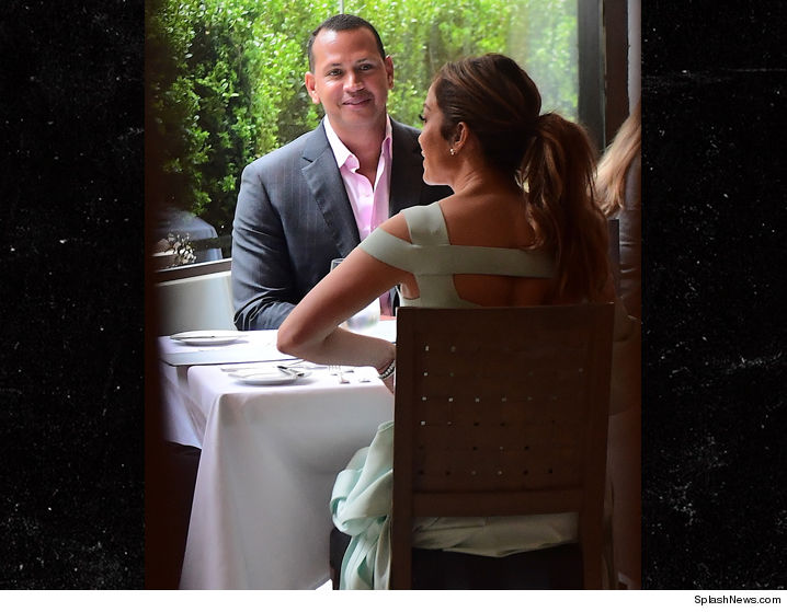 0424-jennifer-lopez-alex-rodriguez-lunch-nyc-splash-4.jpeg